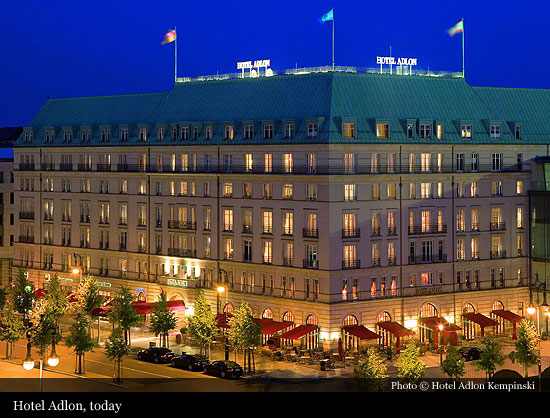 hotel adlon kempinski 1907 berlin historic hotels of the world then now. Black Bedroom Furniture Sets. Home Design Ideas